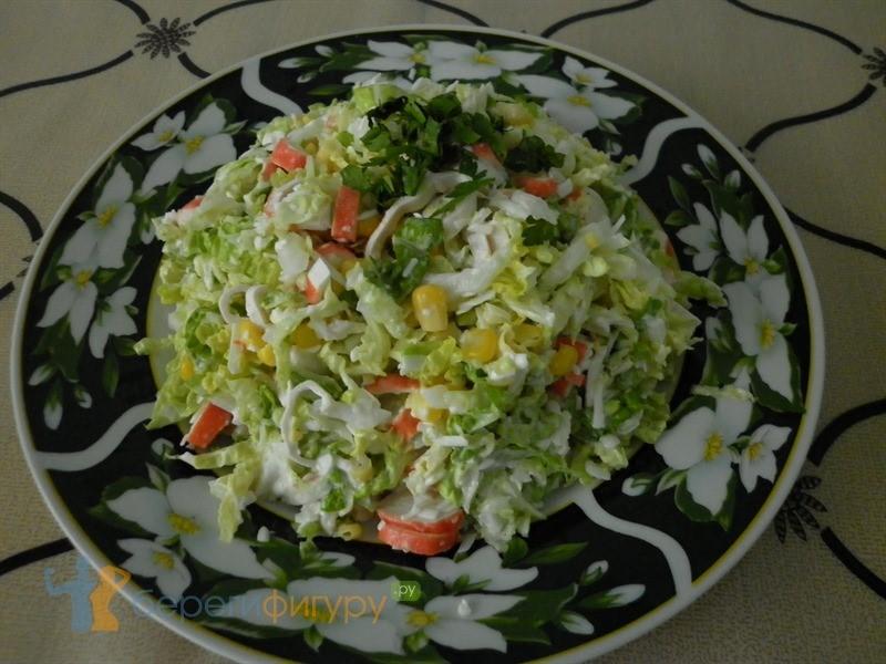 Салатик 5 минут с пекинской капустой и крабовыми